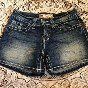 NWOT BKE culture jean shorts
